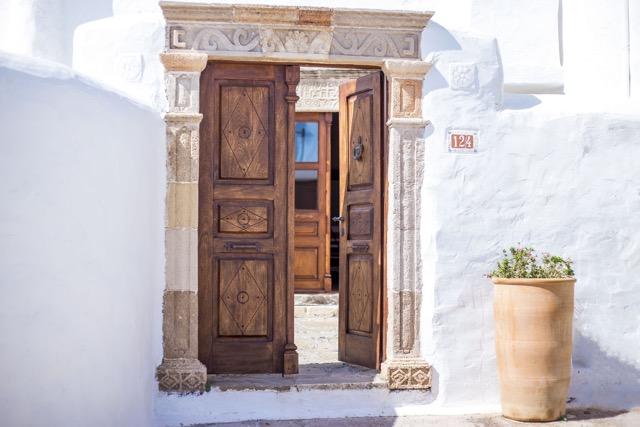 Außenportal Turmhaus, Dorfstraße 124, Lachzania, Rhodos, Griechenland