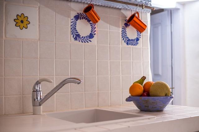 Spülstein im Küchenbereich, Detailansicht.