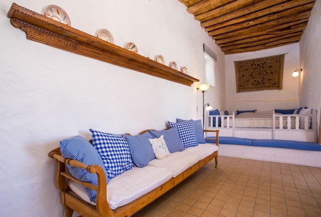 Wohnzimmer mit Divan und Schlaf-Sala sowie Sitzgelegenheit